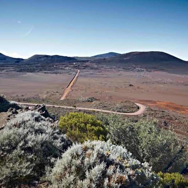 Volcan plaine des sables route du volcan01 credit irt studio lumiere dts 03 2016